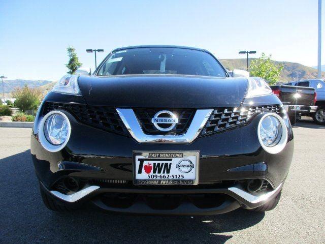2017 Nissan JUKE SVSUPER BLACK BLACKWHITE CLOTH SEATS WWHITE ACCENTS  STITCHING X01 BLACK P
